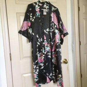 Vintage Tops - Beautiful Traditional Floral Bird Kimono